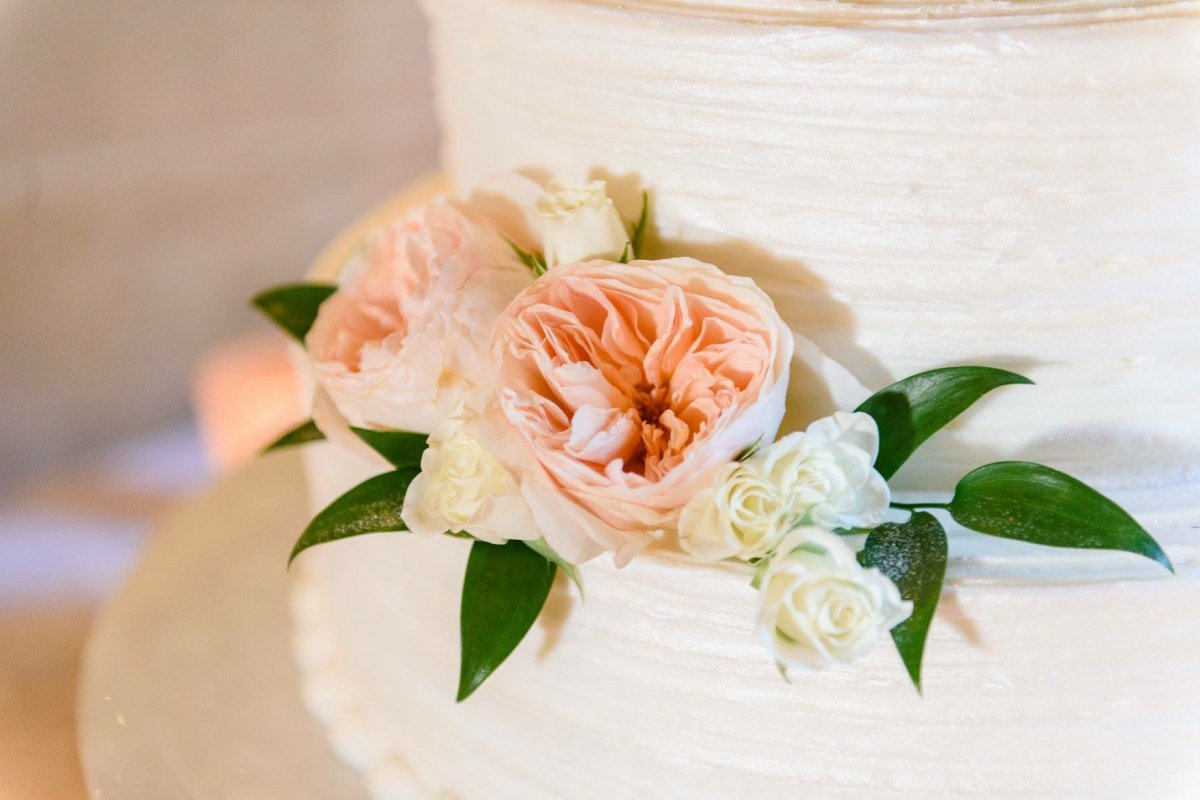 Close-Up of Juliette Garden Roses on Cake