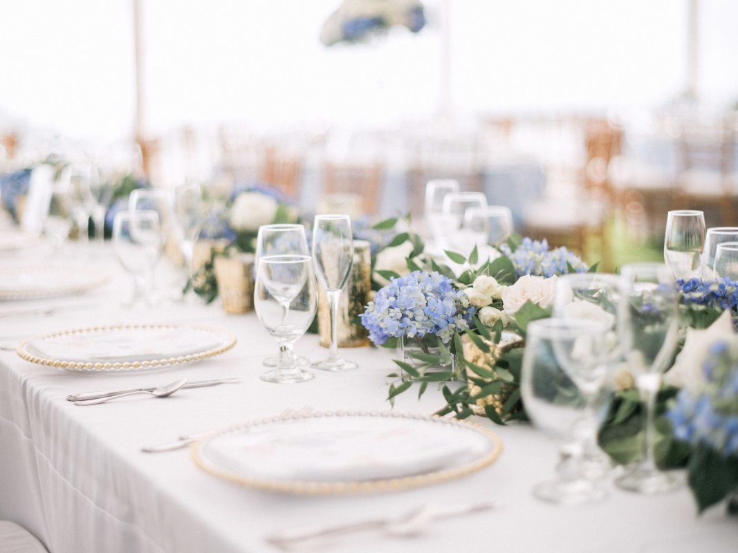 Close up of Head Feasting Table with Garland Hydrangea and Votives