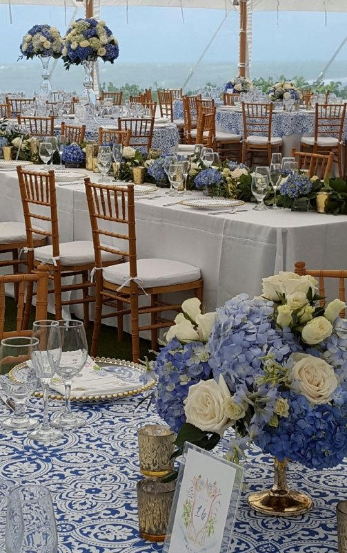 Head Feasting Table with Round Hi Low Centerpieces in Blue and White