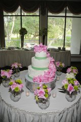 cake-table-with-pink-roses