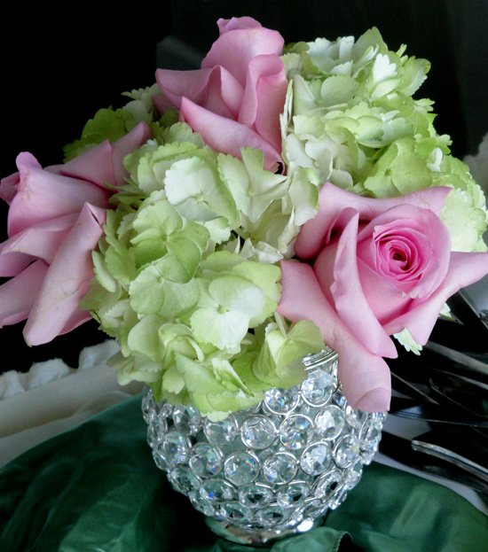 Green And Pink Roses Wedding Flowers...