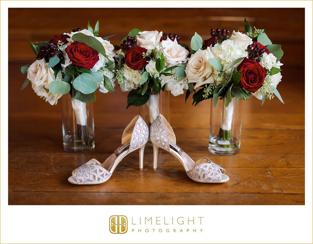 Bridesmaids' Bouquets with shoes