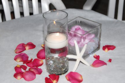 beach-themed-centepiece-with-candles