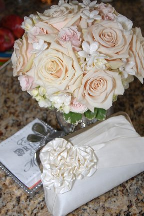blush-piink-roses-stephanotis-bridal-bouquet
