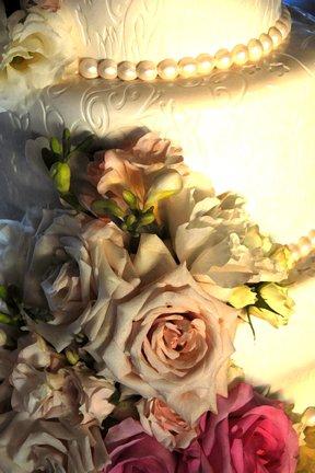 caek-zone-with-fresh-flowers-on-cake
