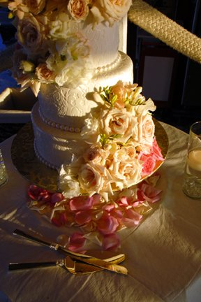fresh-flowers-on-the-cake