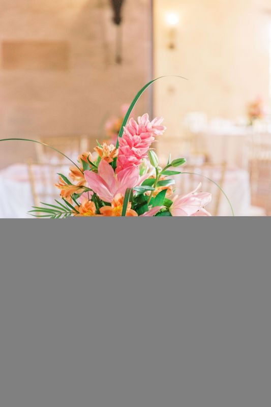 Pineapple-w-pink-ginger-lilis-coral-alstro-
