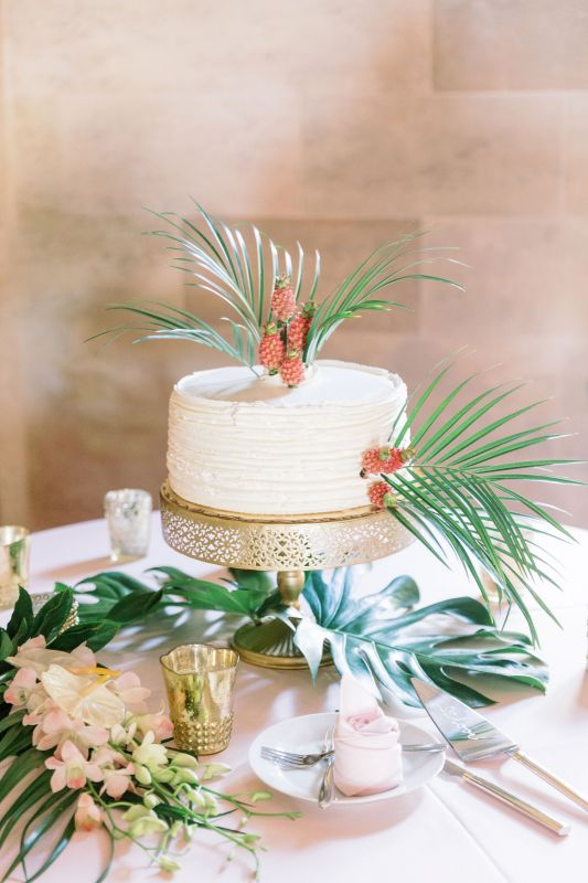 cake-w-mini-pineppale-and-palm-sheath-toss-bq-of-marco-polo-orchids