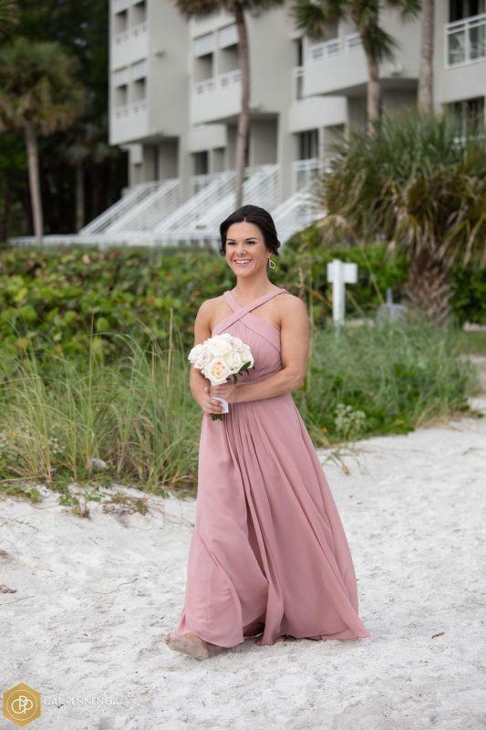 bride-maid-w-bq-of-faith-roses-playa-blanca
