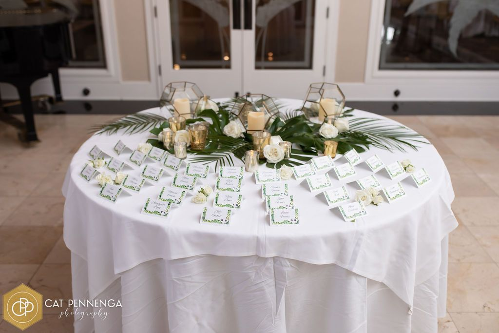 place-card-table-w-roses-tropical-grnscandles
