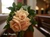 sahara-roses-on-pew