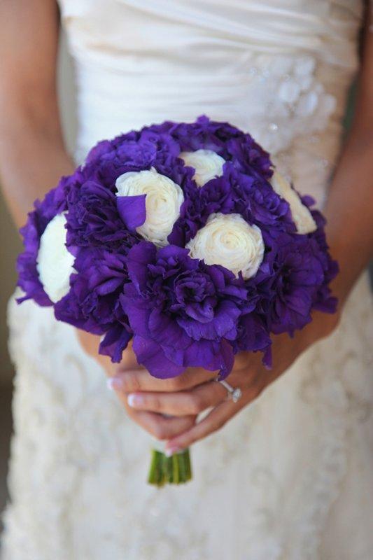 bridal-bouquet-purple-lisianthus-white-ranunculus