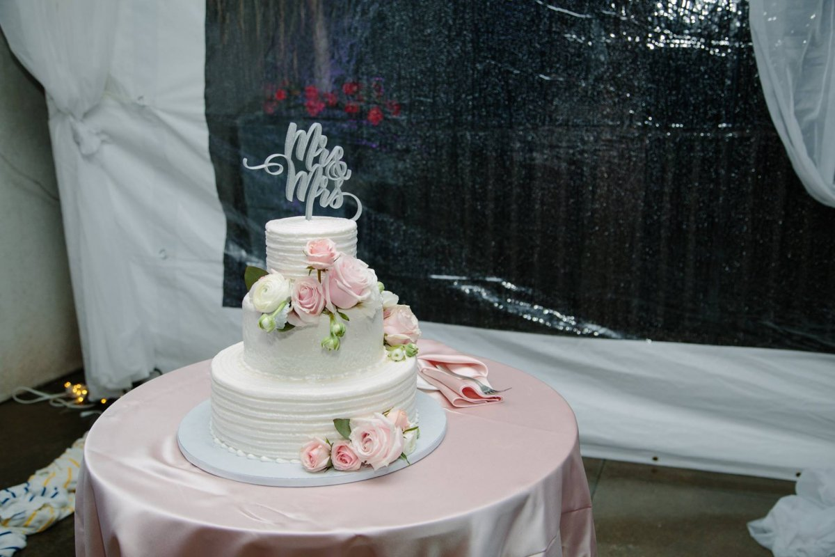 Cake with Fresh Roses and Ranunculus