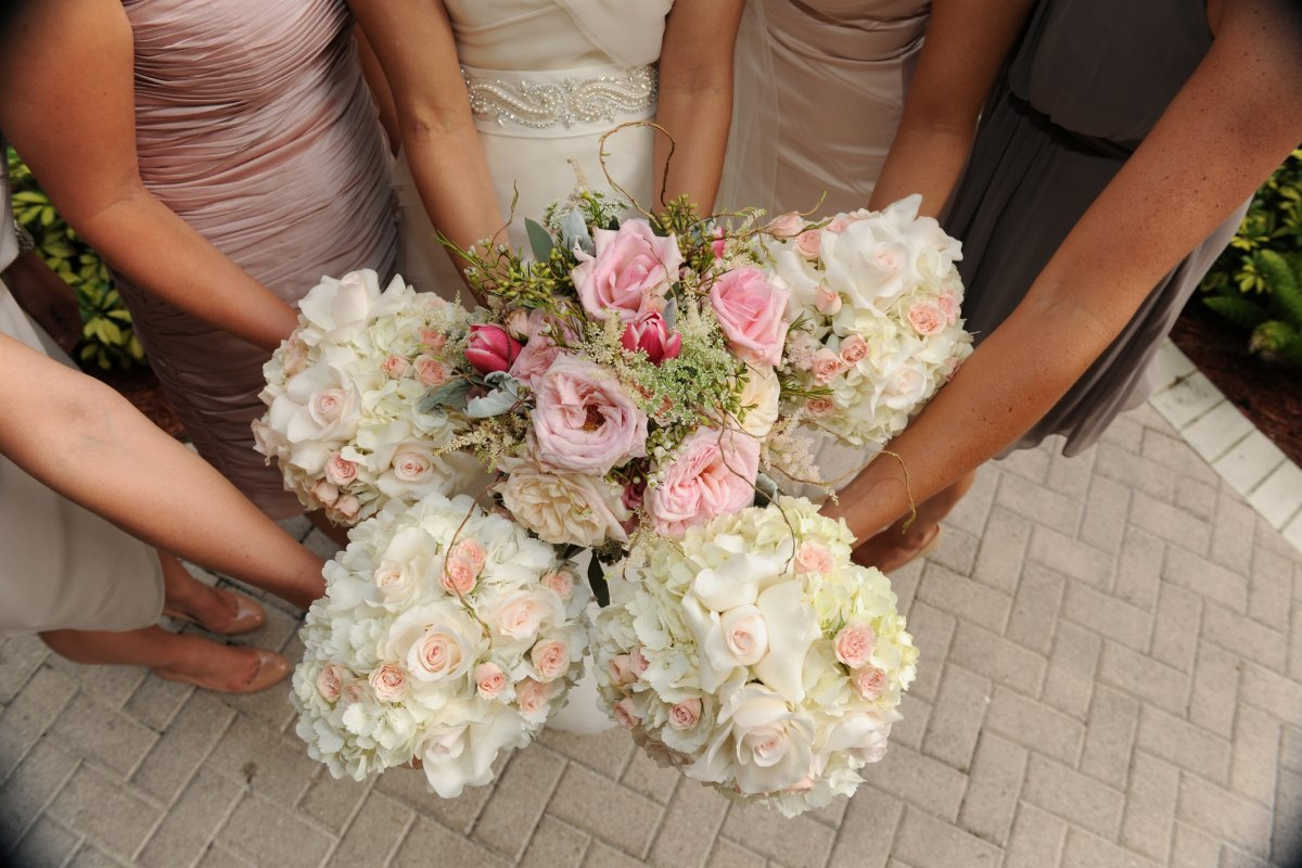 Bridesmaids Bouquets with Hydrangea and Roses