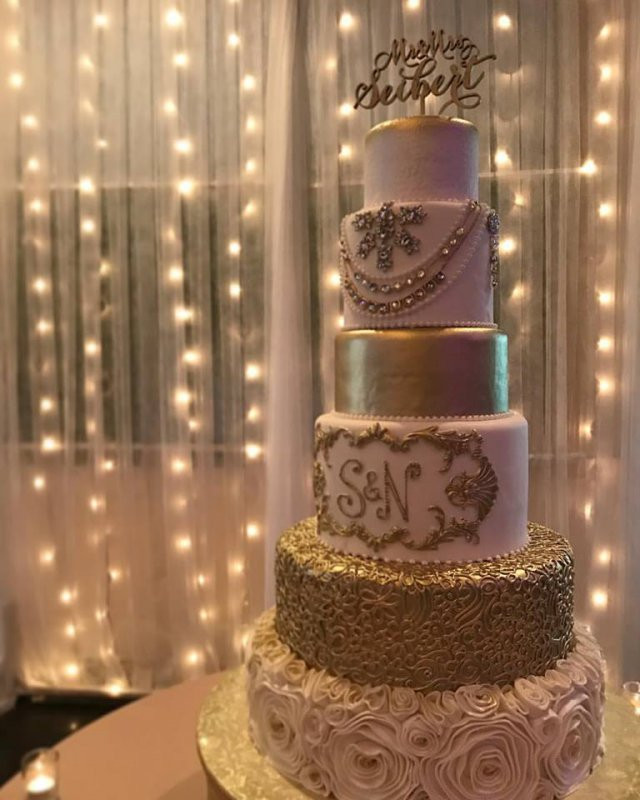 Stunning and elegant gold cake by Cakes by Ron
