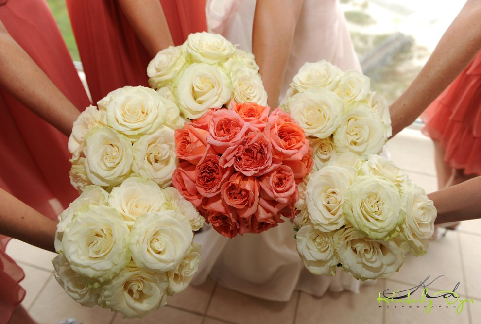 Coral and white roses bouquet | Wedding Bouquets ...