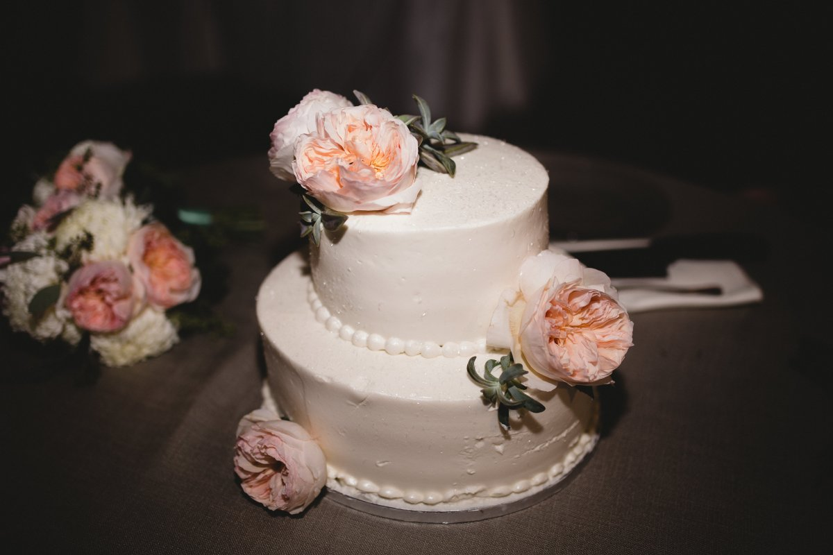 Cake with Juliette Roses and Succulents