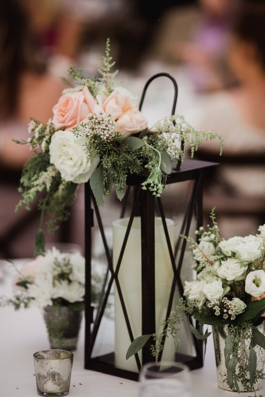 Table Centerpiece with Black Lanterns and Roses on Top