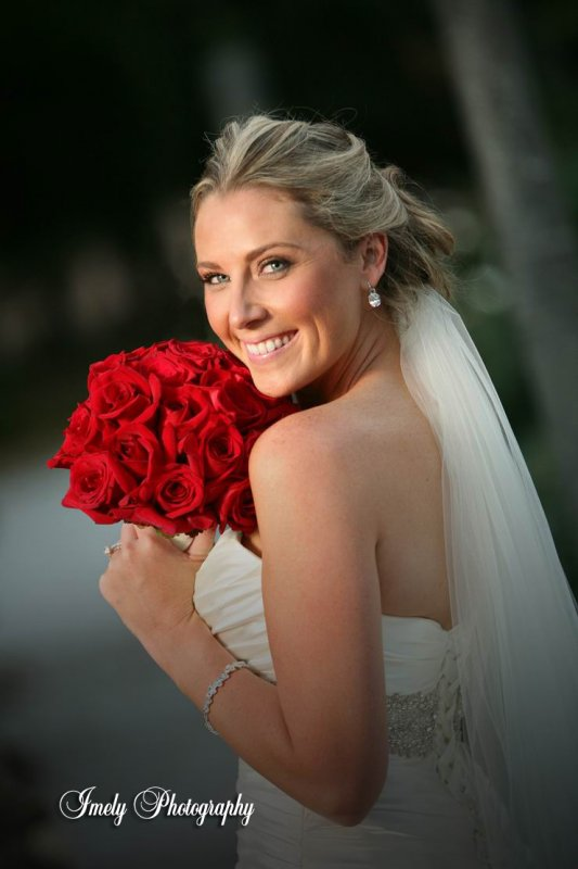 red-bridal-hand-tied-bridal-bouquet