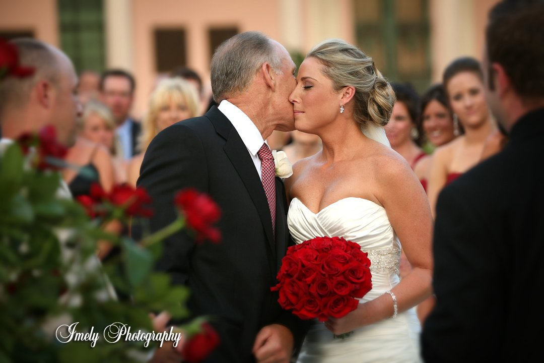 ringling courtyard-wedding-with-red-roses