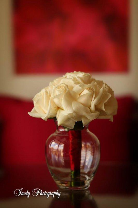 white-rose-bridemaids-bouquet