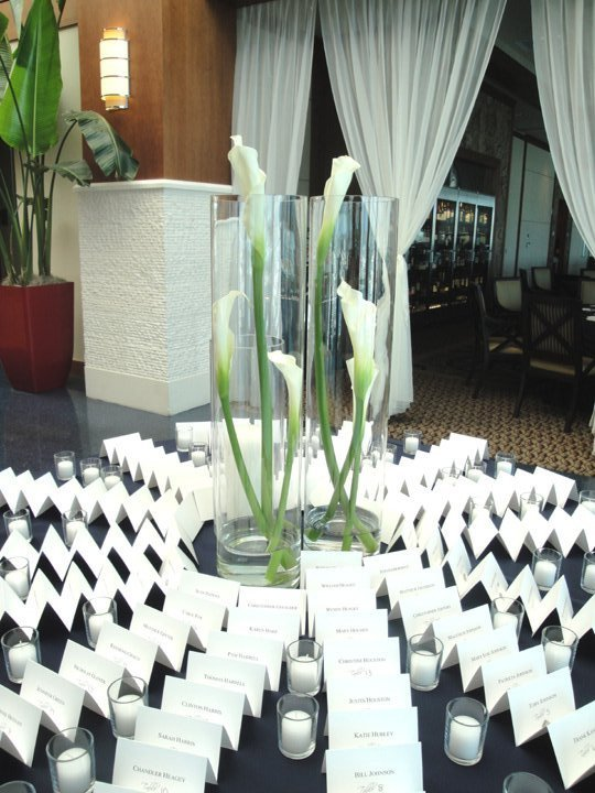 cylinders-with-calla-lilies on place card table