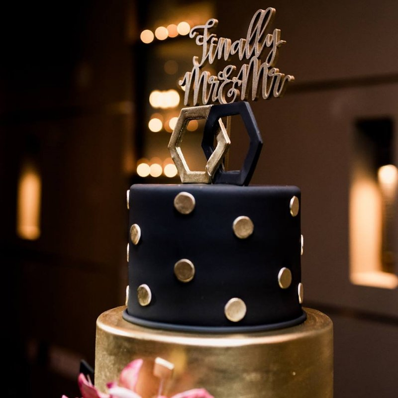 Wedding Cake in Black and gold with Mr. and Mr. Sign
