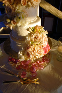 fresh-flowers-on-the-cake