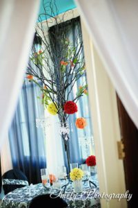 black-tree-with-pompodour-balls-and-chandeliered-votives