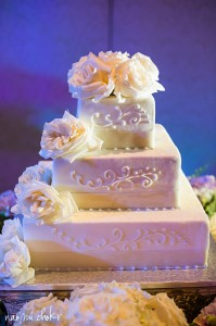 Stunning wedding cake with garden roses